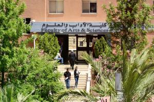 جامعة البترا تعزز إنجازاتها بحصولها على شهادة الاعتماد البريطاني (ASIC)