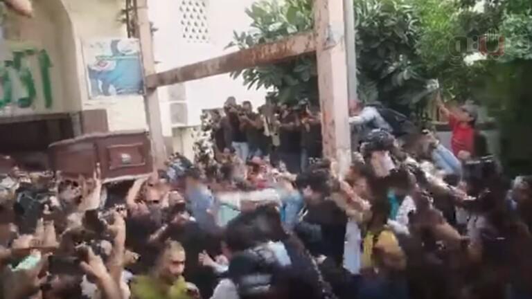 بالفيديو  ..  حشود غفيرة تشيع جثمان هيثم أحمد زكي