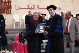جامعة البترا تمنح أبو الرب شهادة المدرس المتميز للعام الجامعي 2018/2019