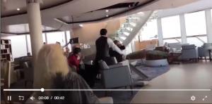 """بالفيديو  ..  مئات الركاب عاشوا الرعب والذعر على متن """"الباخرة النرويجية"""" بسبب الامواج العالية"""