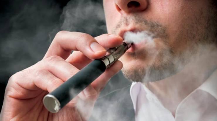 تدخين السجائر الإلكترونية لفترة وجيزة قد يؤدي إلى مشاكل صحية خطيرة