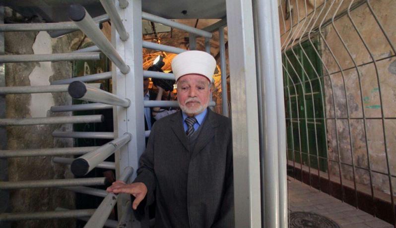 """مفتي القدس : من يدخل الأقصى من البوابات الإلكترونية """"صلاته باطلة"""""""