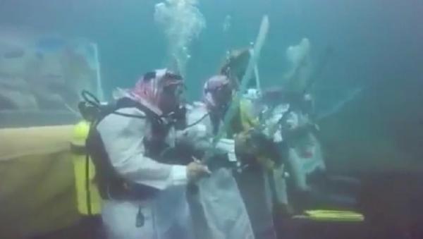 بالفيديو ..  شاهد عرضة سعودية تحت البحر احتفالا باليوم الوطني