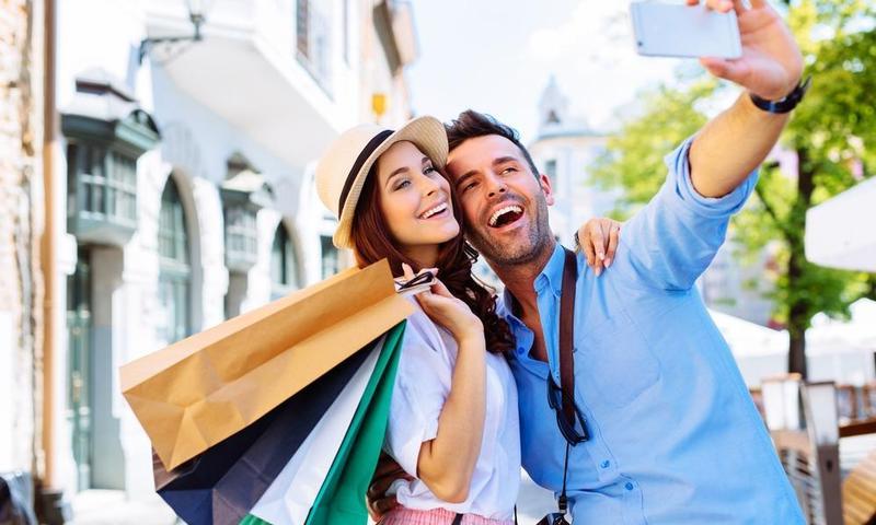 بالصور ..  5 نصائح للمسافر أثناء التسوق السياحي