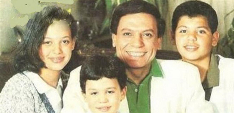 فيديو نادر ..  عادل إمام يتحدث عن أبنائه ويصفهم بطريقة غريبة
