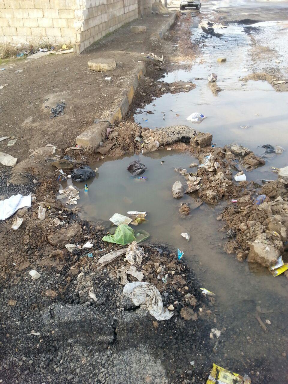 امام حازم الناصر .. المياه تغرق شوارع بلعما المفرق..و الجهات المعنية غايبة فيله