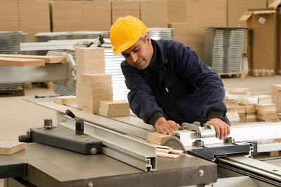 شركة صناعية كبرى في عمان بحاجة الى نجارين