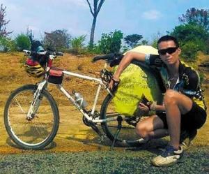 صيني يُنَفّس عن غضبه بالسفر بدراجته 2200 كيلومتر