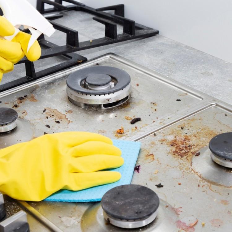 طرق تنظيف الدهون المتراكمة على فرن الغاز