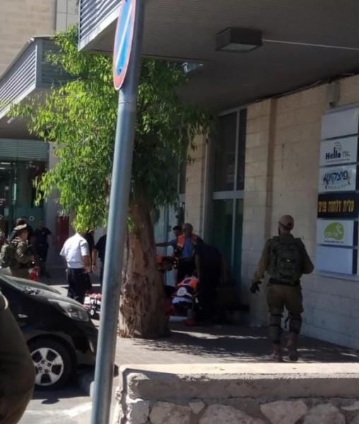 مقتل مستوطن وإصابة آخر في عملية طعن بالخليل وإطلاق النار على المنفذ
