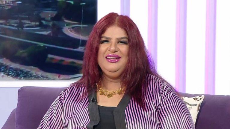 بالفيديو  ..  الفنانة الكويتية سعاد سلمان تبكي بعد إحراجها على الهواء لهذا السبب