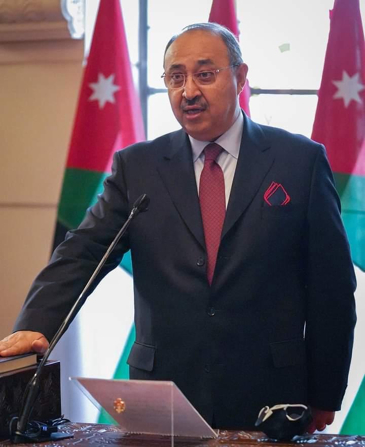 مصدر رفيع ينفي لسرايا اشاعة استقالة وزير الاعلام صخر دودين