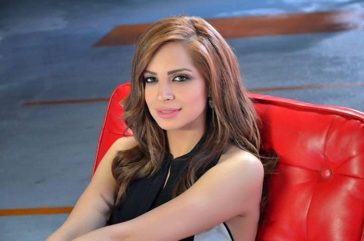 الفنانة المصرية آمال ماهر تعلن اعتزالها الغناء