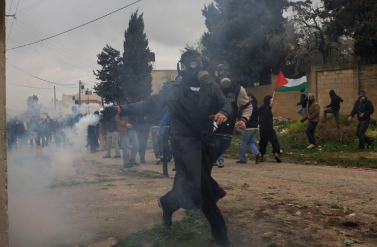 قوات الاحتلال تقمع مسيرة كفر قدوم