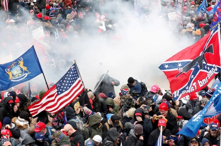 فورين بوليسي: كل الظروف مواتية لاندلاع حرب أهلية بالولايات المتحدة  ..  فيديو