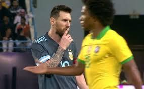 بالفيديو ..  ميسي يطلب من المدير الفني للبرازيل بأن يصمت