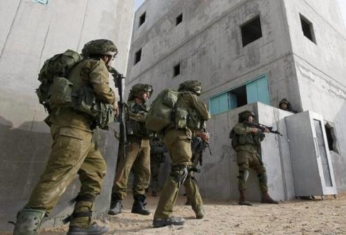 جيش الاحتلال يعتقل 18 مواطناً من عدة مناطق في الضفة الغربية