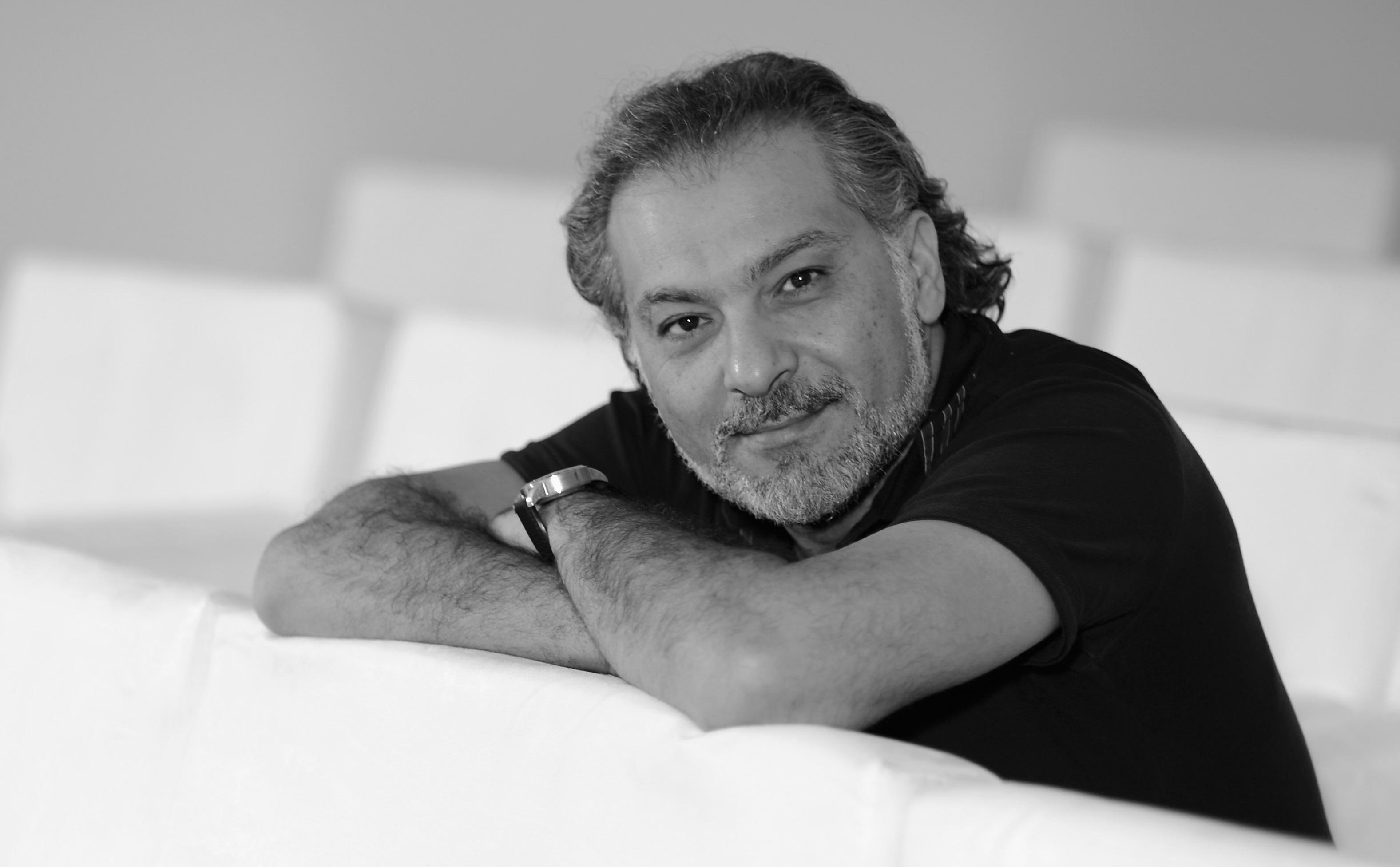 كاتب سوري يثير الجدل بعد وصف جنازة حاتم علي بالسيرك