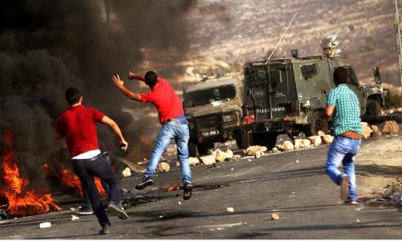إصابة شاب فلسطيني واعتقال آخر عقب اقتحام الاحتلال مدينة نابلس