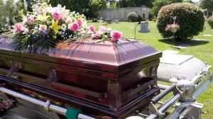 امرأة إسبانية تكتب نعيها قبل وفاتها وتمنع أقرباء لها من حضور جنازتها