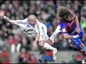 بالفيديو: اكثر 10 لاعبين مجانين في تاريخ كرة القدم