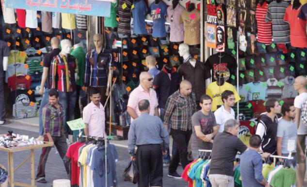 حركة تسوق ضعيفة في سوق الألبسة