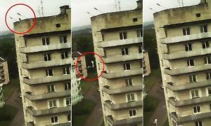 فيديو مروع: سقوط لص من إرتفاع 30 متر بعد تعلقه بسلك الهاتف
