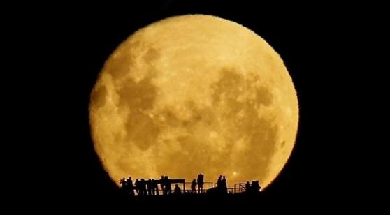 السبت:الأرض على موعد مع قمر الحصادين