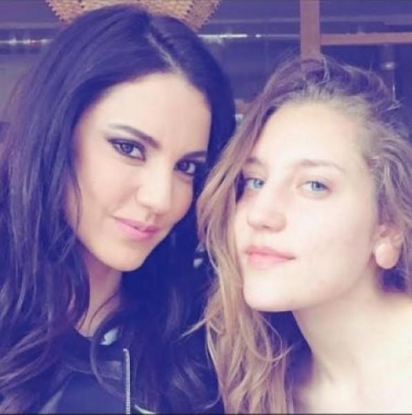 صورة لدرة التونسية مع شقيقتها الشقراء 2016