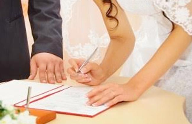 هل يجوز للابنه ان تزوج نفسها اذ منعها الاب ؟