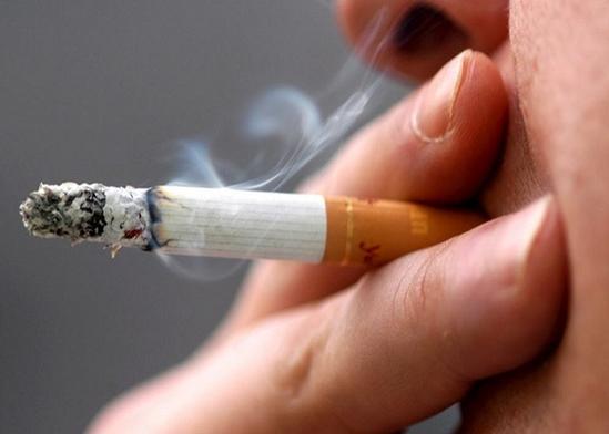 """بعد مشاهدة هذا """"الفيديو"""" .. لن تجرؤ على التدخين مرة اخرى"""