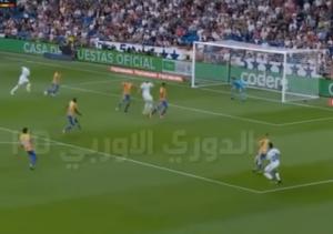 بالفيديو .. بنزيما يهدر 9 اهداف محققة ويتسبب في هدف ضد فريقه
