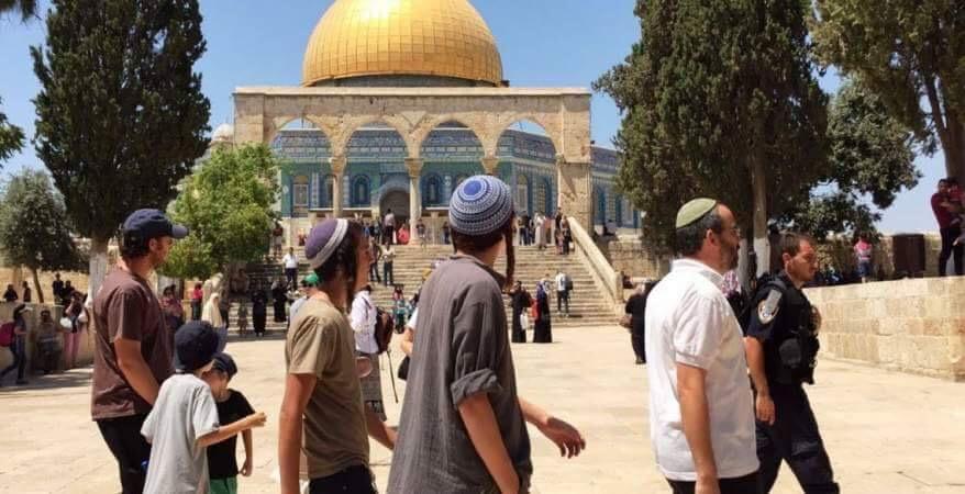 عشرات المستوطنين المتطرفين يقتحمون الأقصى بمناسبة ما يسمى عيد العرش