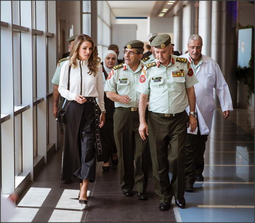 بالفيديو.. طفلة للملكة رانيا: ممكن أتصور معك؟
