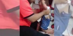 """ناشطون يشنون غضبهم على معنف طفلته بالسعودية :لو كل أب بدو يعلم ابنه المشي هيك كان كلنا مكرسحين"""""""