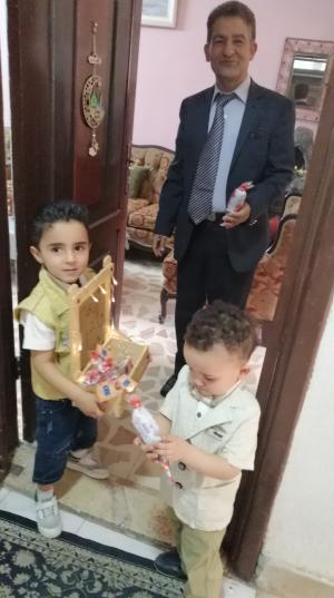 معايدة الطفلين أيهم واسكندر أبوالرب للجيران