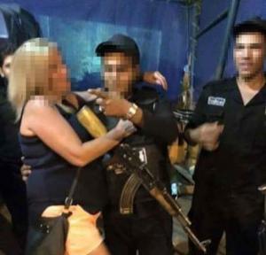 مصر : الداخلية تحقق في صور مخلة لأفراد شرطة تداولها نشطاء عبر الفيس بوك