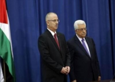 حكومة الحمدلله تؤدي اليمين أمام عباس