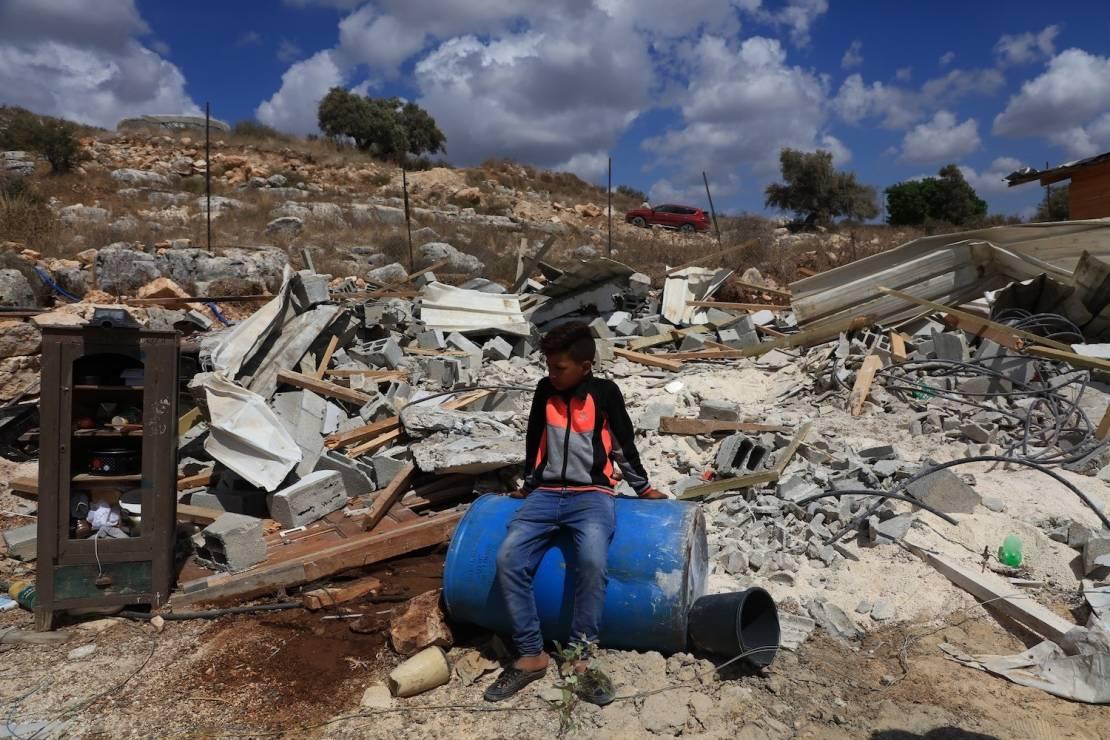 الاحتلال يهدم منشآت شمال القدس ويُجبر فلسطينيًا على هدم منشأته شرقًا