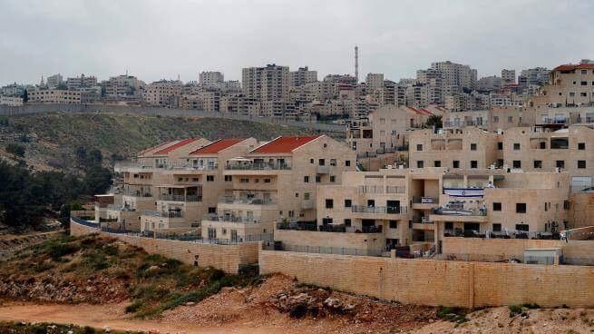 الاحتلال يعلن بناء حي استيطاني جديد على أراضي بيت حنينا بالقدس