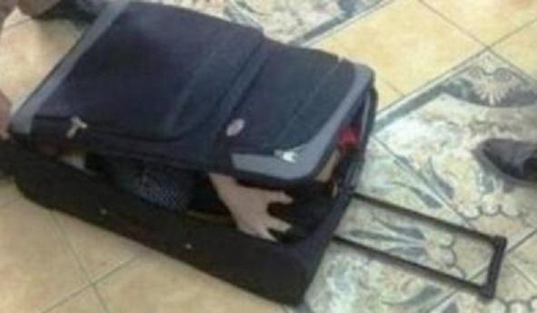 """جريمة تهز """"دولة عربية""""  ..  العثور على جثة فتاة مقسومة نصفين داخل """"حقيبة سفر""""  ..  تفاصيل مرعبة"""