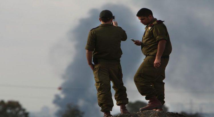 """حماس تستدرج جنودا اسرائيليين عبر تطبيق """"واتس أب""""  ..  """"تفاصيل"""""""