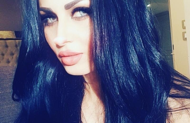 زوجة أحمد الفيشاوي تثير ضجة بإطلالاتها الجريئة