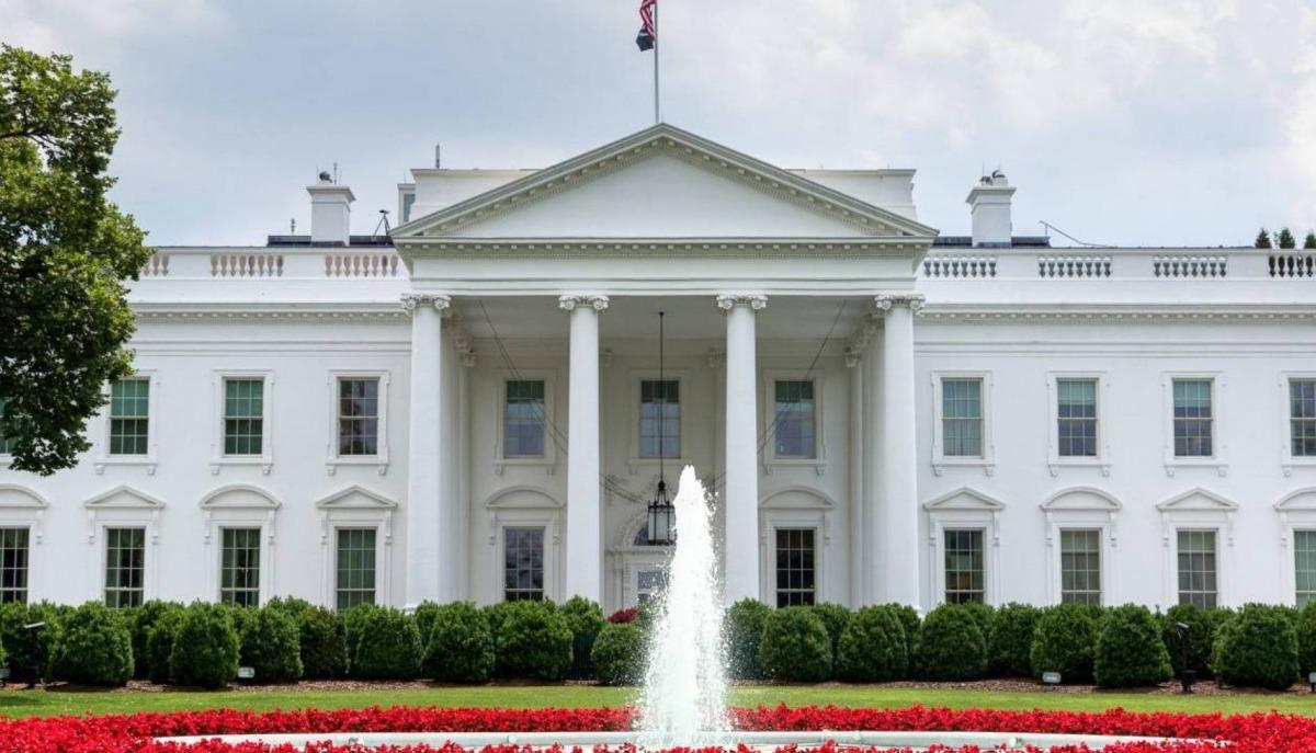 بالصور  ..  كواليس دخول آل بايدن إلى البيت الأبيض  ..  آل ترامب وكورونا يغيران التقاليد