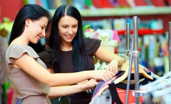 دراسة: النساء يقضين 4 أشهر في اختيار ملابس العمل