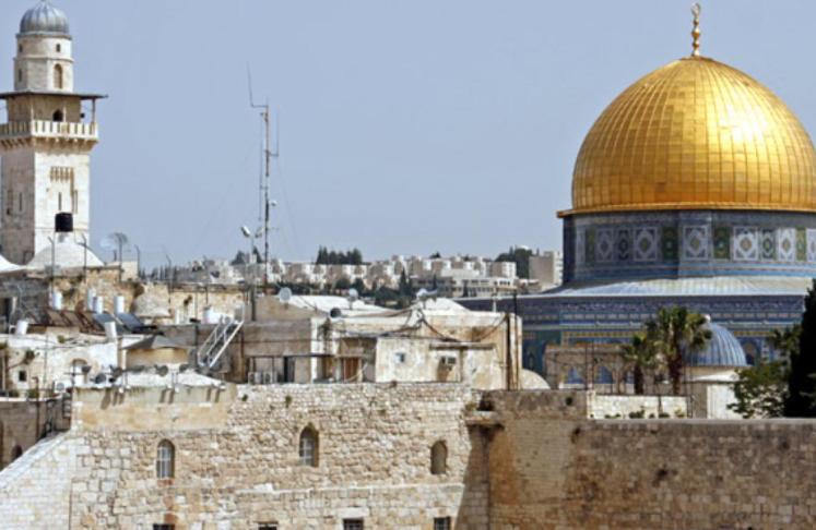 الاحتلال يغلق باب العامود و أحياء بالقدس الأحد