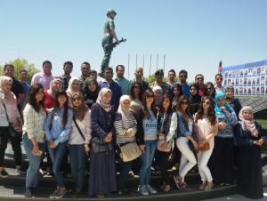 طلبة عمان الأهلية يزورون صرح الجندي المجهول