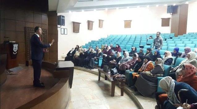 """دورة تدريبية لسيدات المجتمع المحلي بعنوان """"التسويق الالكتروني"""" في جامعة عمان الاهلية"""
