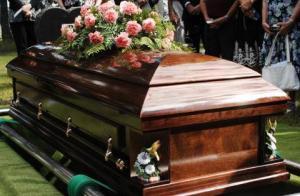 بالتفاصيل ..  امرأة تلد بعد وفاتها بعشرة أيام داخل تابوتها