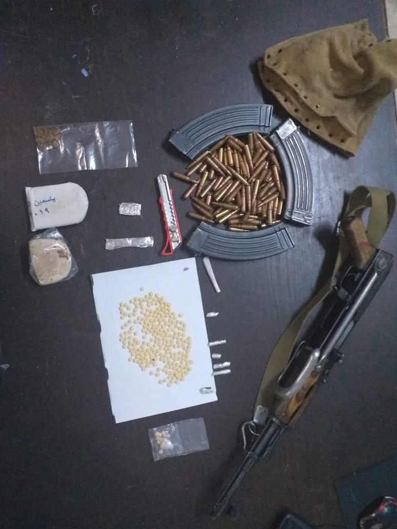 القبض على 4اشخاص من مروجي المواد المخدرة وضبط بحوزتهم كميات من المواد المخدرة في البادية الشمالية